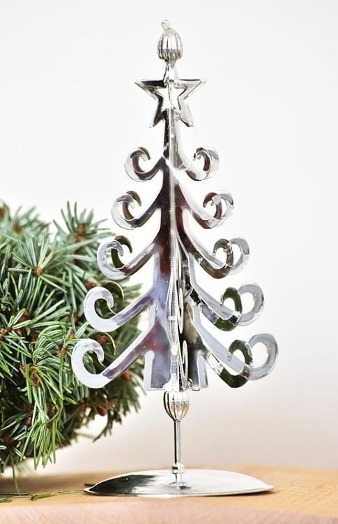 Kovový vánoční stromeček