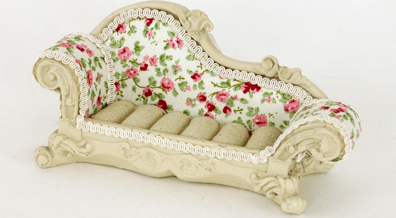 Stojánek na prstýnky | sofa | květy