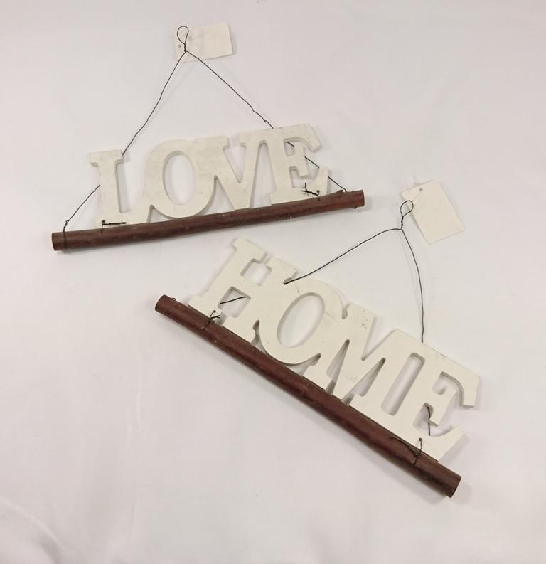 Dřevěná dekorace s nápisem Provedení: LOVE