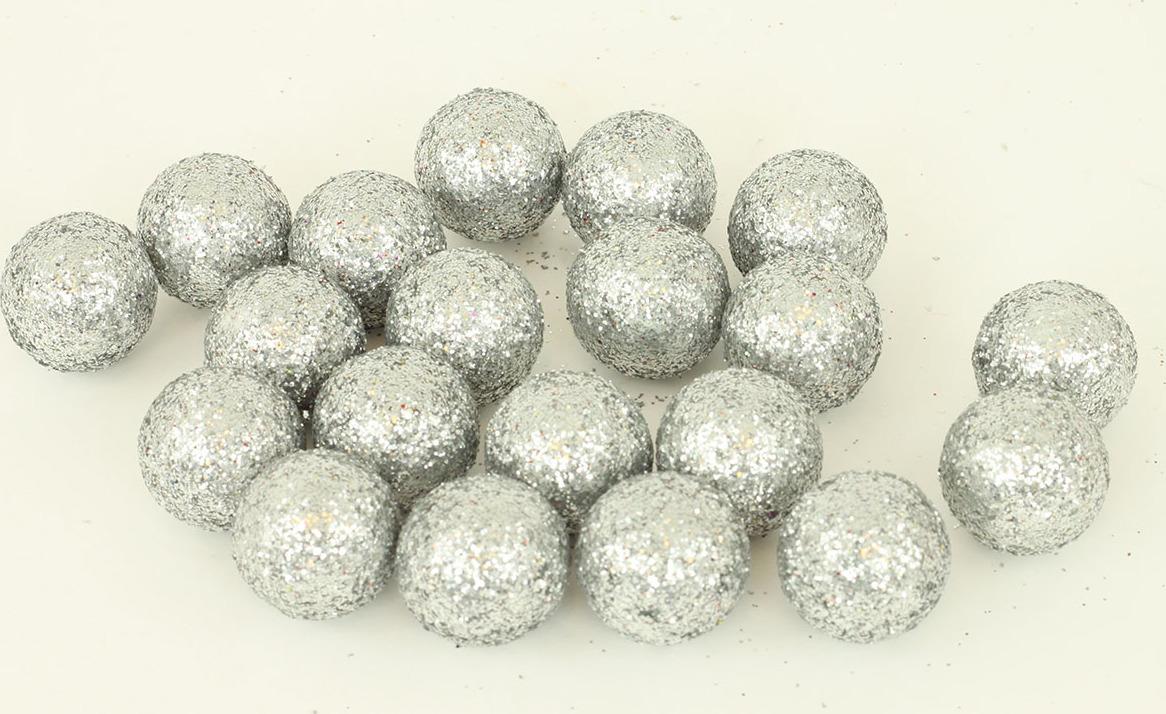 Artium Vánoční dekorační koule 2cm balení 20ks Barva: stříbrná