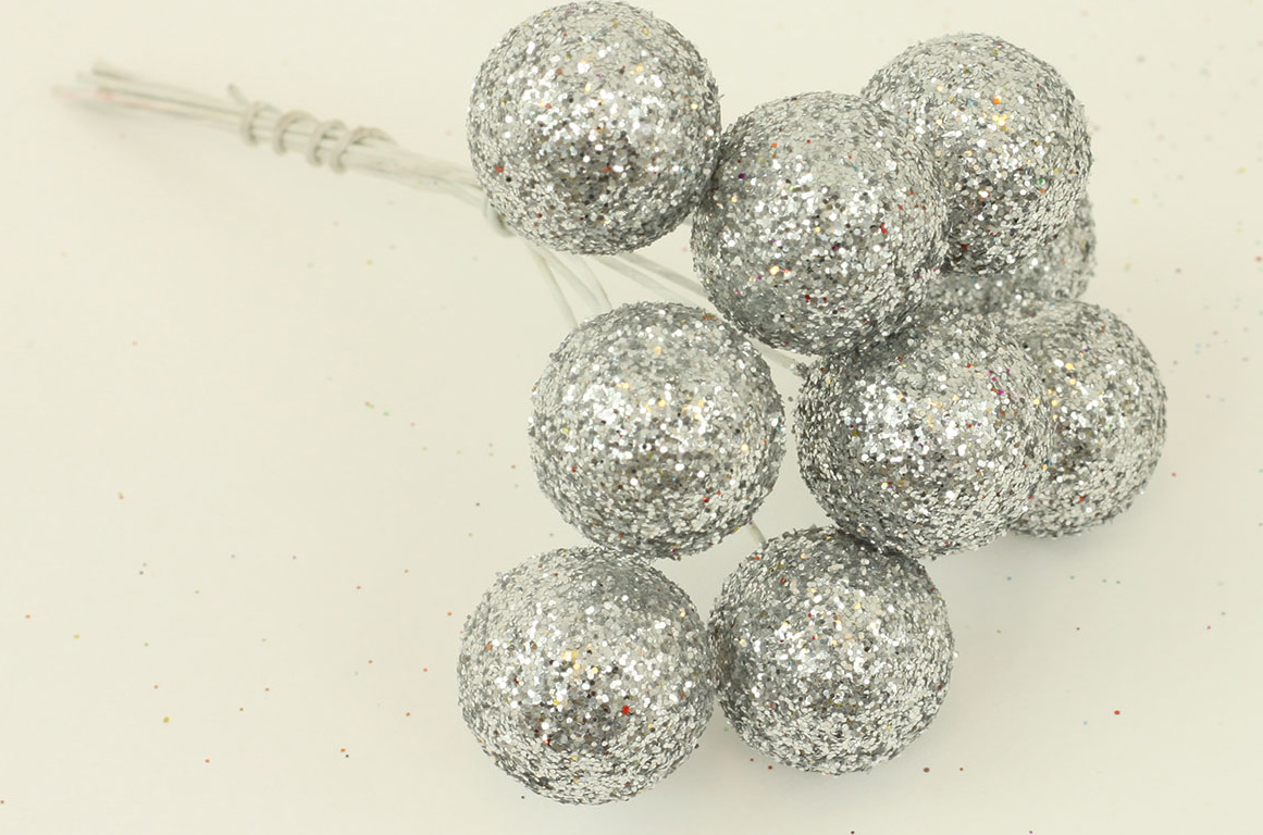 Vánoční přízdoba svazek kuliček 3cm Barva: stříbrná