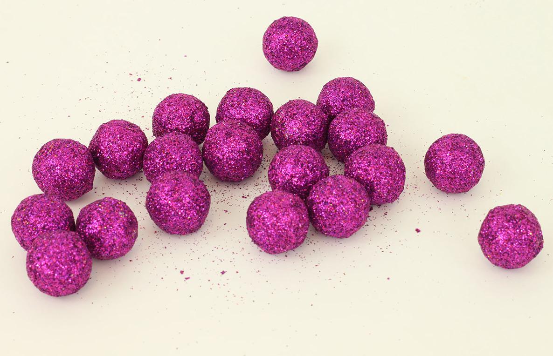 Artium Vánoční dekorační koule balení 20ks Barva: fialová