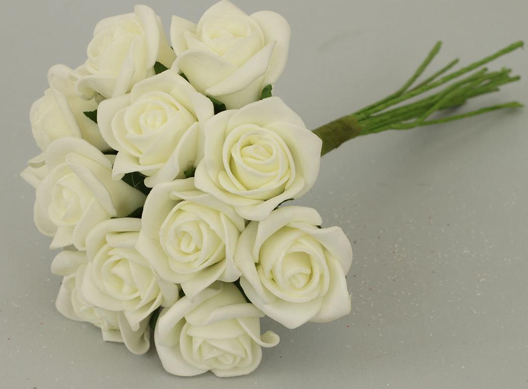Kytice růžiček pěnových Barva: krémová