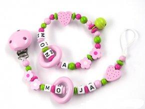Sada - chrastítko se jménem a šňůrka, růžovo-zelená kombinace, kytičky, srdíčka