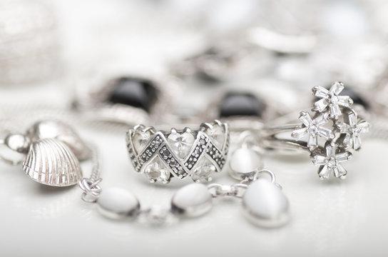 Stříbrné šperky: Víte, co to vlastně stříbro je?