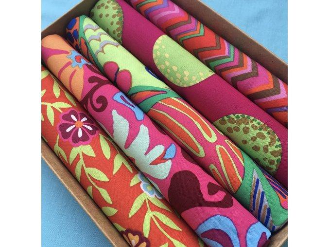 set látek dárková krabička vánoce návrhář Kaffe Fassett amerciká designová metráž prodej látek vierma