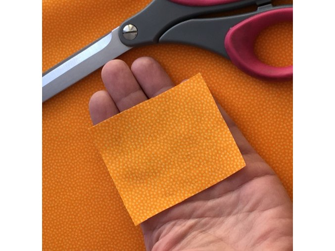puntíkovaná metráž bavlněné plátno oranžové mango jemný puntík prodej látek VIerMa