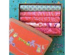 krabička Tula Pink látky metráž dárková šicí na drobnosti látky červená