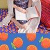 oranges in blue metráž látka vzor pomerančů ema4