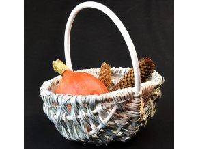 Kulatý košíček Vingo vyrobený z dřevěných lupínků a proutí s vnitřní igelitovou vložkou a doplněn dekoracemi