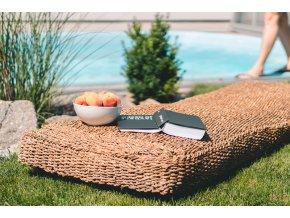 Zahradní lehátko Vingo z mořské trávy - tip na umístění na zahradě