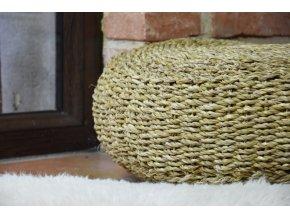 Kulatý sedací polštář Vingo z mořské trávy - tip na umístění v interiéru