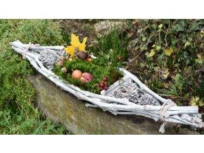 Podzimní dekorace z přírodnin ve tvaru lodě