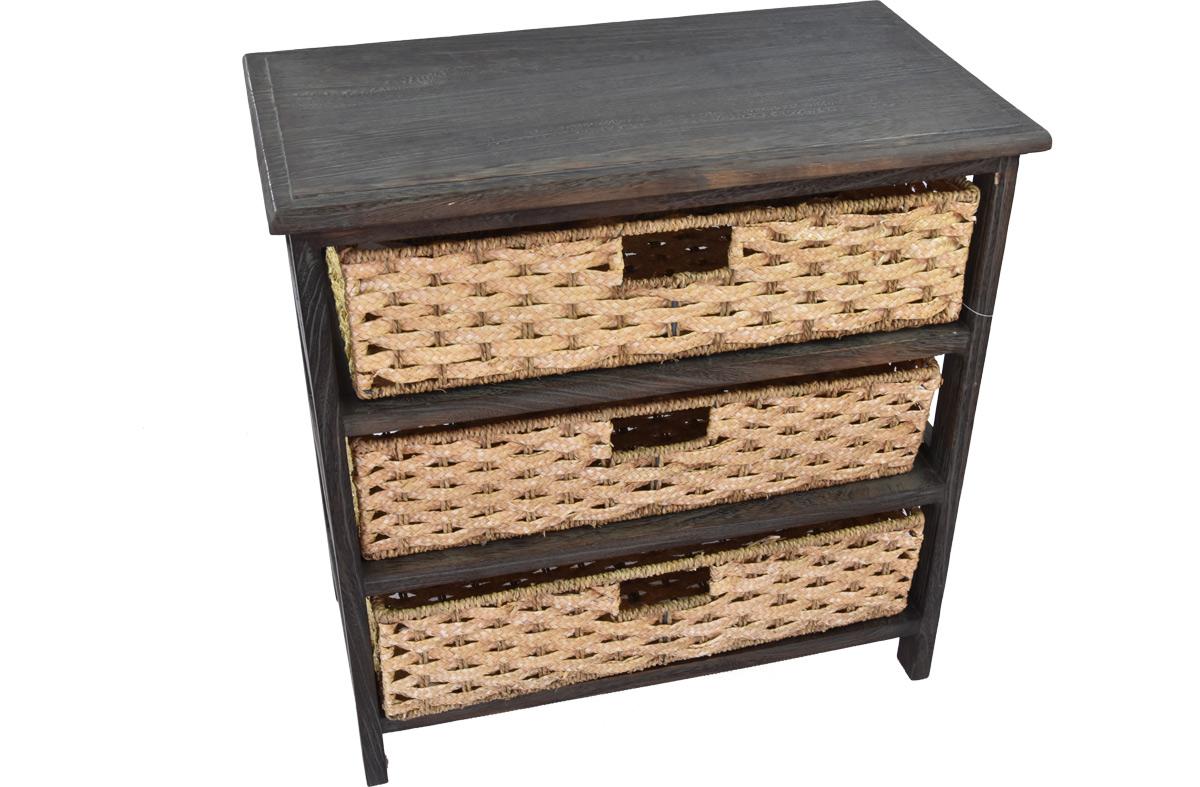 Hnědozelená dřevěná komoda s košíky z trávy