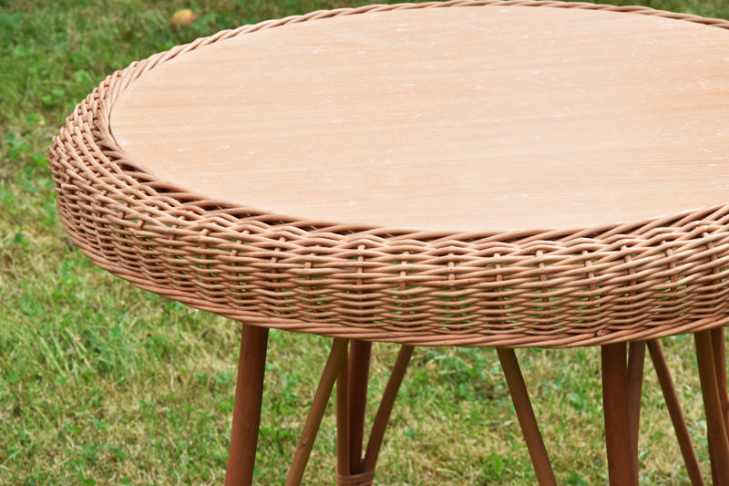 Proutěný stolek Rozměry (cm): průměr 44 cm, v. 52 cm