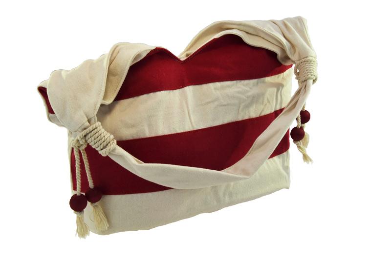 Lehká červená kabelka přes rameno