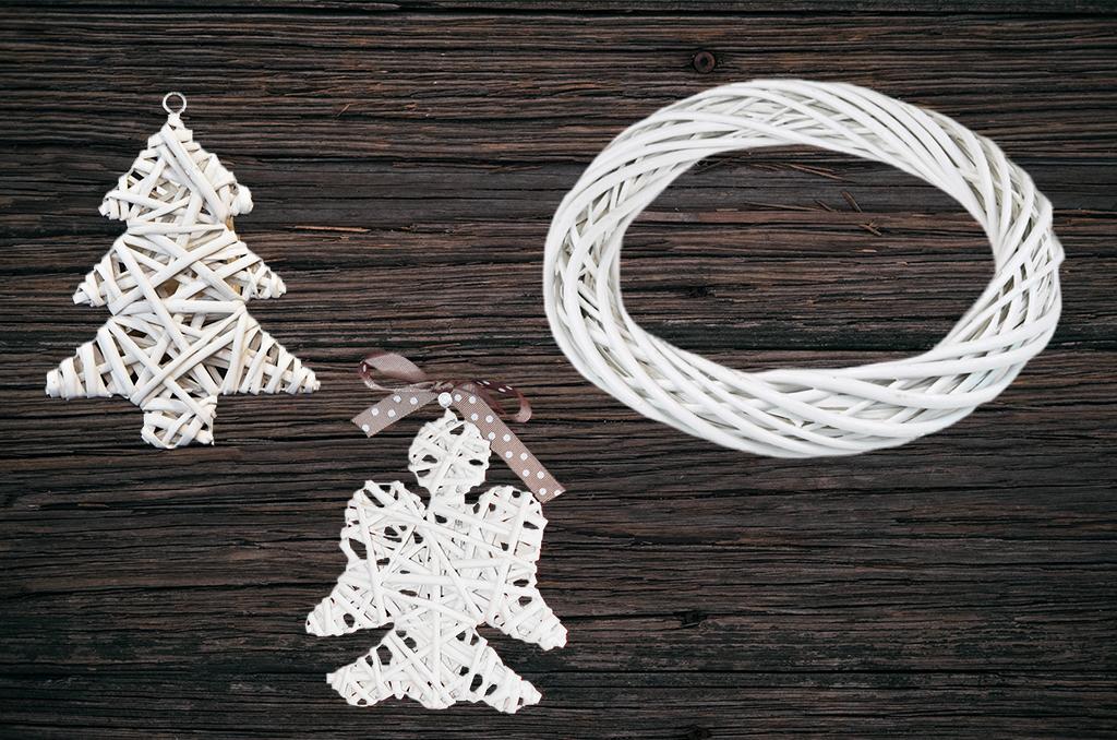 Vánoční sada bílá   proutěný věnec, anděl a 2 stromečky