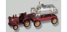 TRAKTOR dřevěné auto s vlekem s cisternou se slivovicí 0,5 L 40% + 2 odlivky