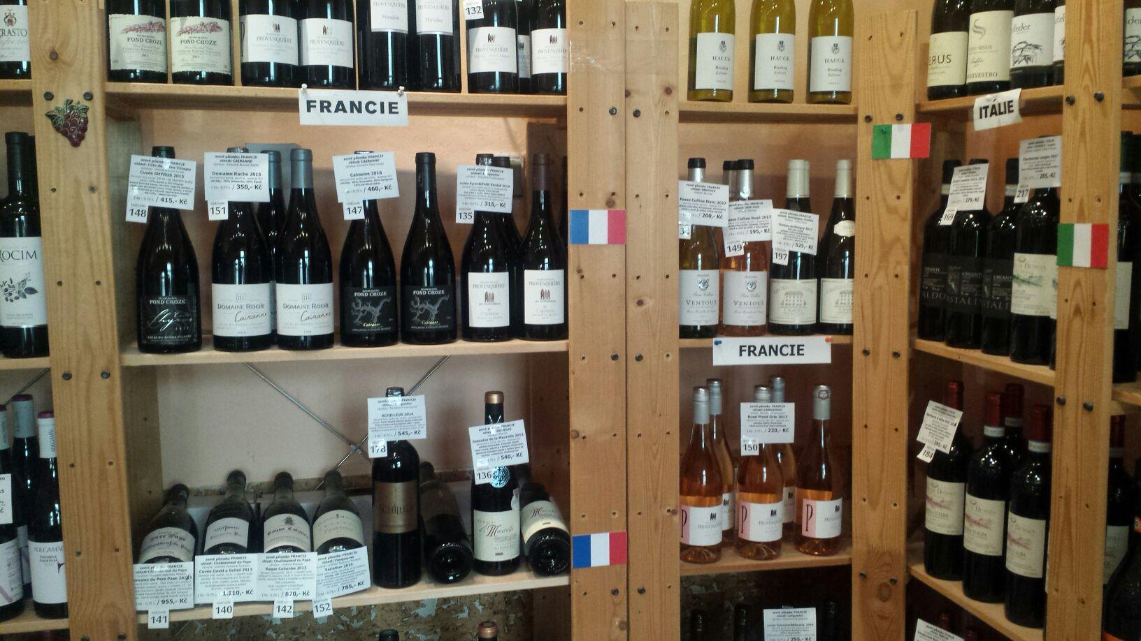 francouzská vína v obchodu a e-shopu