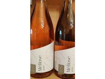 rosé Merlot Vinotéka ve dvoře