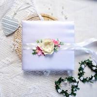 rozkvetla_svatebni_kniha_hostu_kvetiny