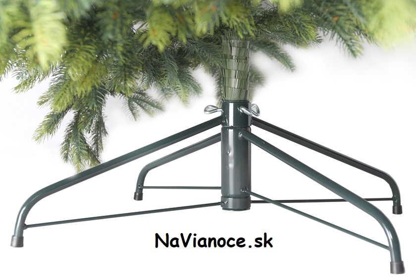 železný stojan na vianočný stromček