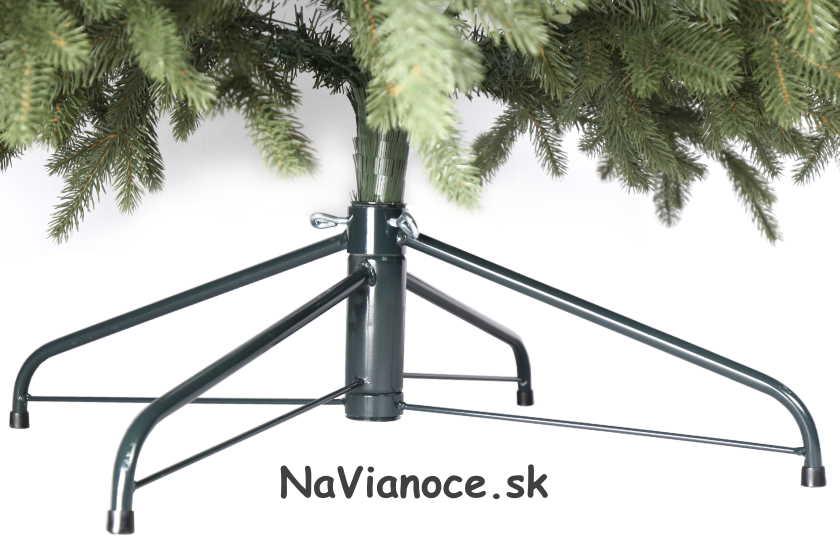 vianočný stromček so stojanom