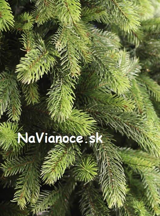 luxusny-umely-vianocny-stromcek-3d-ihlicie