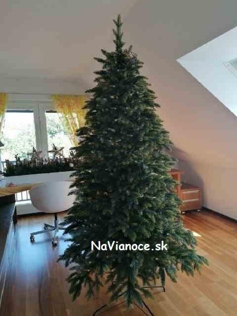 velky-vianocny-stromcek-3d-ihlicie