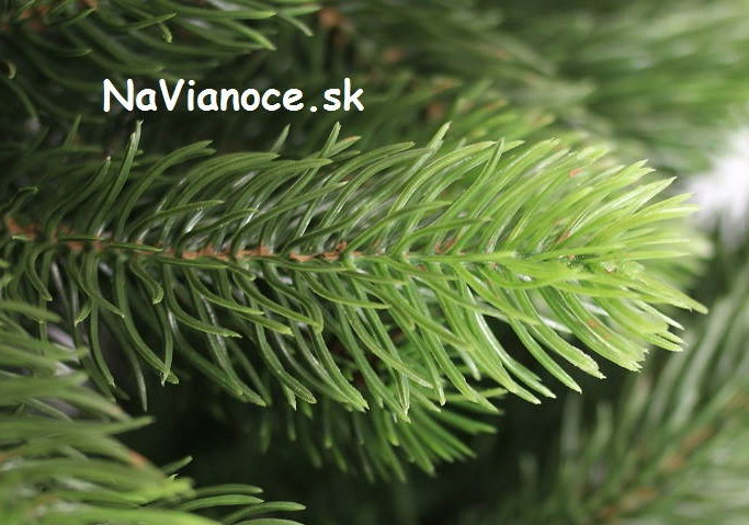 pekny-kvalitny-luxusny-vianocny-stromcek