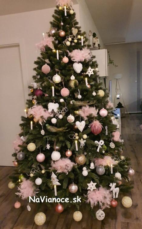 umely-vianocny-stromcek-3d-realne-farby