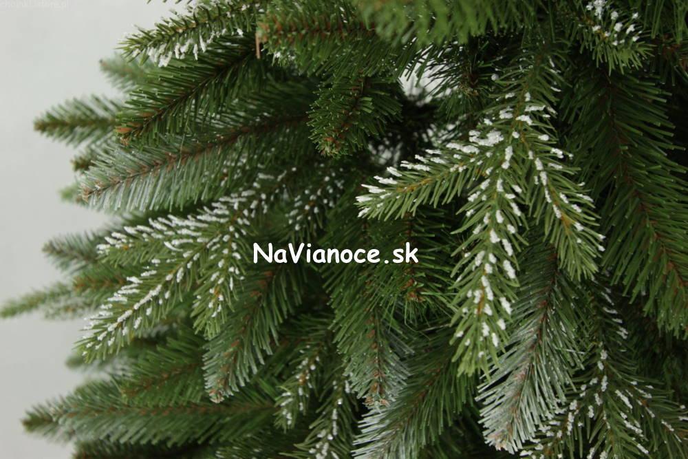 umely-vianocny-stromcek-so-snehom-3d