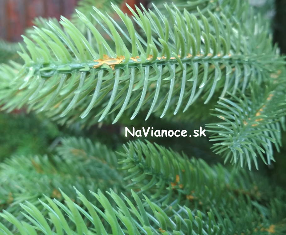 realny-100-3d-vianocny-stromcek