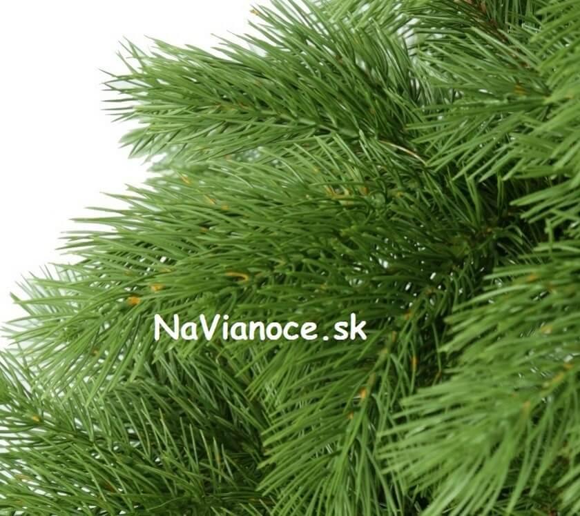 umelé 3d ihličie na vianočných stromčekoch