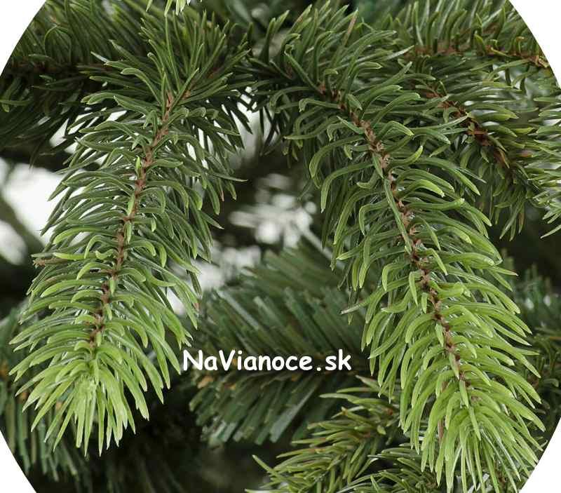 umelé vianočné stromčeky ako živé