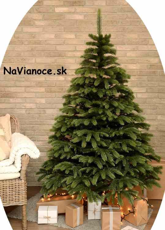 umelý vianočný stromček na Vianoce