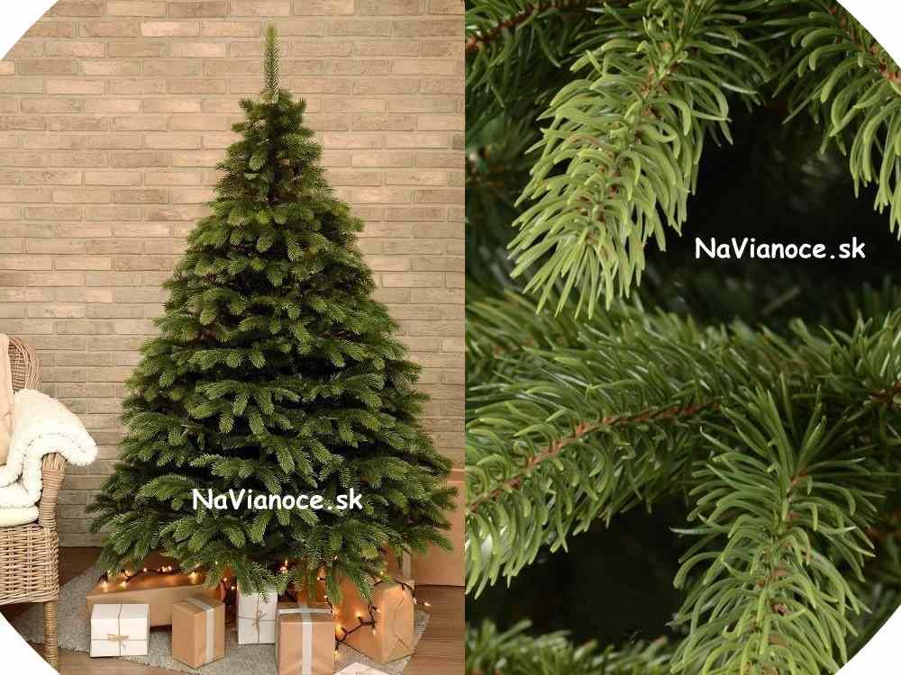 vysoký vianočný stromček