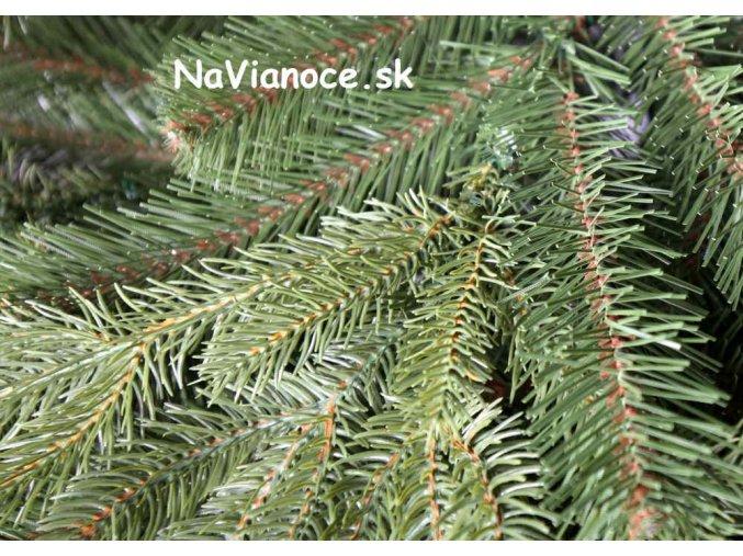 smrekový vianočný stromček