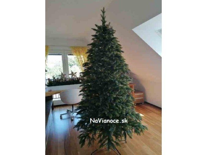 velky vianocny stromcek 3d ihlicie