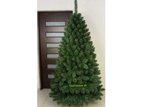reálna fotka vianočného stromčeka borovica umelá