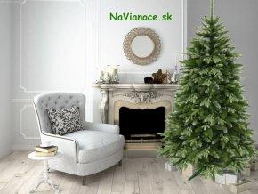 zasnezeny snehovy smrekovy umely vianocny stromcek
