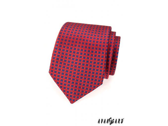 Červená kravata s modrým kostkovaným vzorem