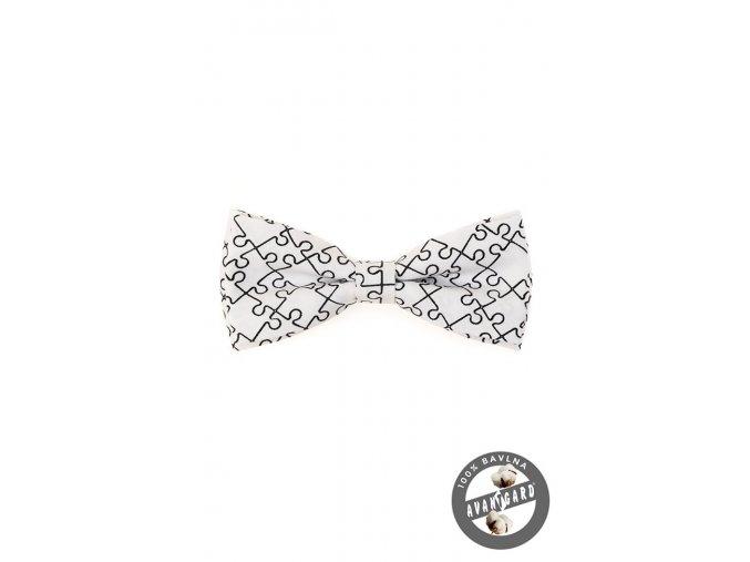 Bílý bavlněný pánský motýlek se vzorem - puzzle (12,5 cm)