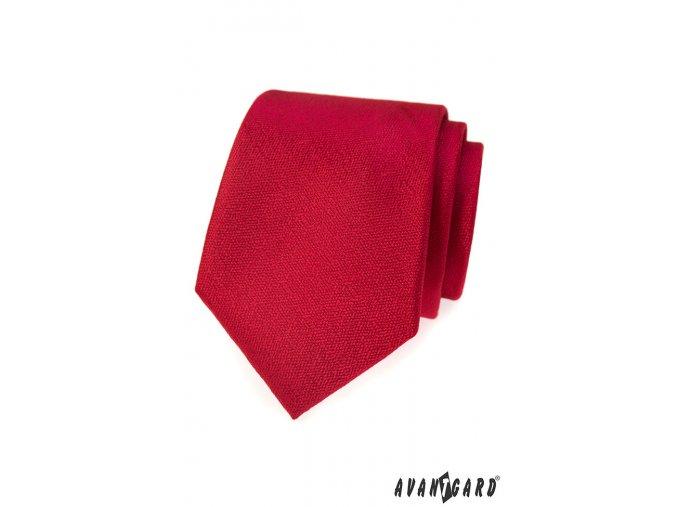 Sytě červená kravata bez vzoru