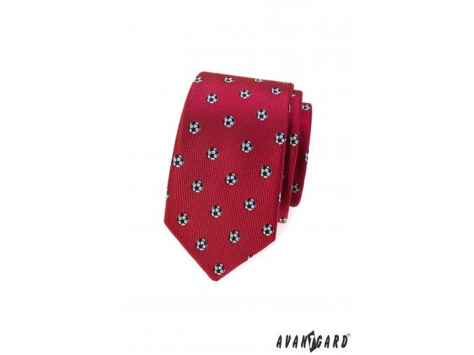 Červená slim kravata se vzorem - fotbalový míč