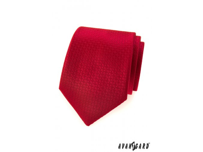 Červená jednobarevná kravata s velmi jemným vzorem