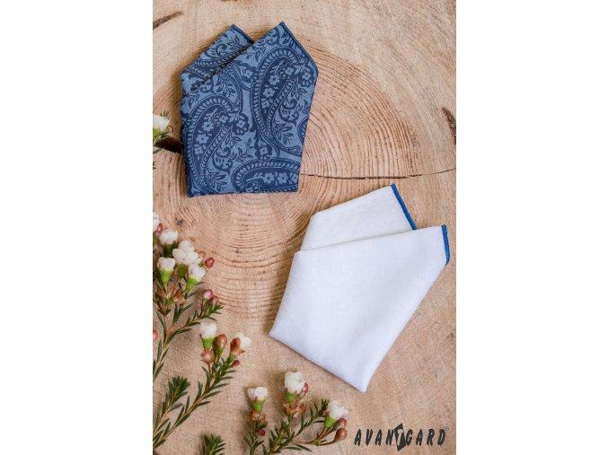 Modrý kapesníček se vzorem a lemem