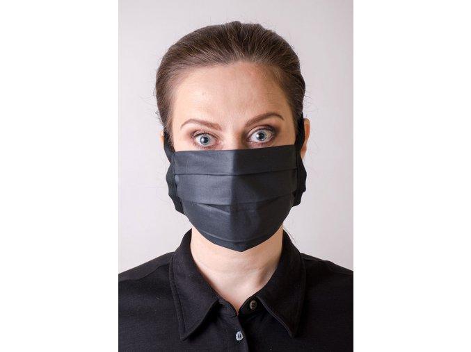 Černá antibakteriální ochranná rouška na obličej se šňůrami