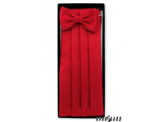 Červený frakový pás s motýlkem a kapesníčkem