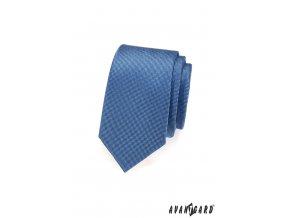 Modrá slim jednobarevná kravata s jemným vzorkem_